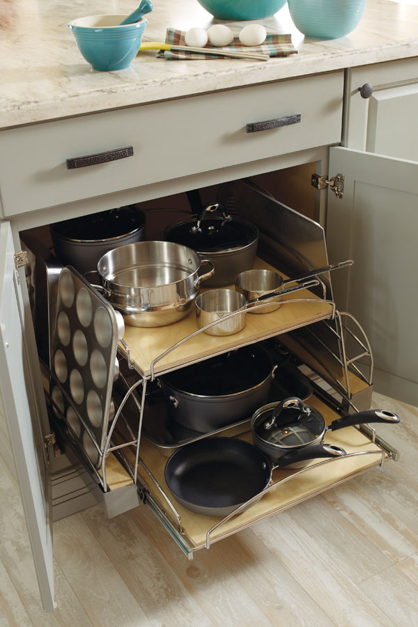 Base Pot and Pan Pull-Out