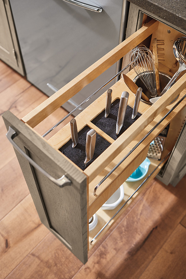 Base Utensil Pull-Out with Knife Block