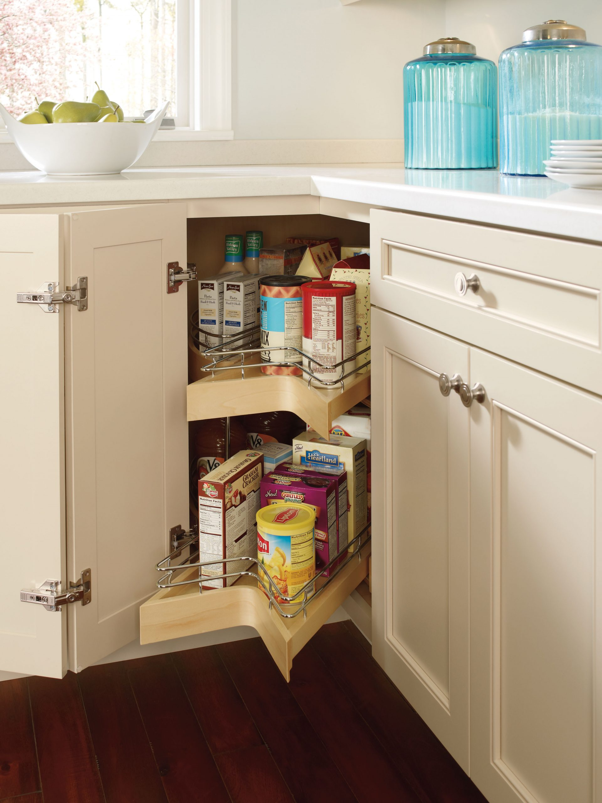 Lazy Susan Pull-Out Corner